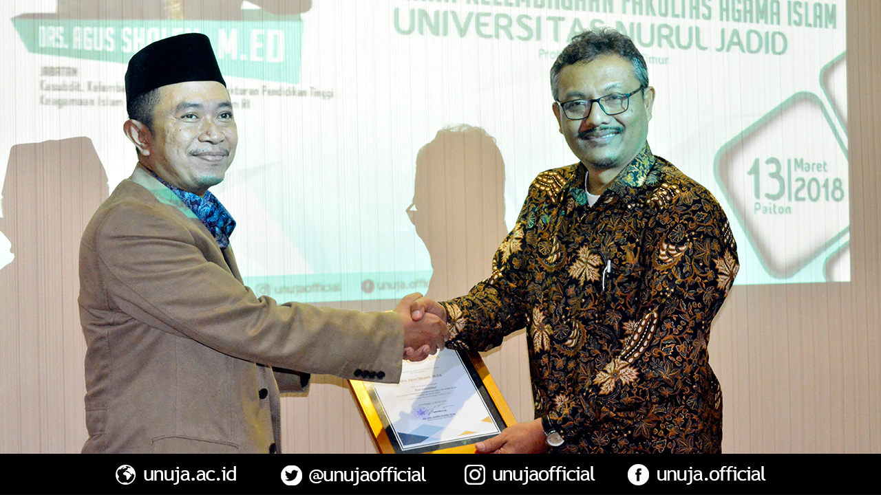 Rector gives a souvenir to Bapak Agus as a keynote speaker