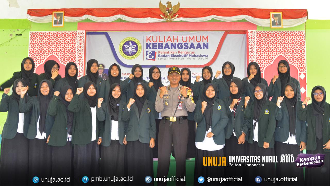 Foto pengurus BEM Universitas Nurul Jadid Putri bersama Kapolres Kab. Probolinggo