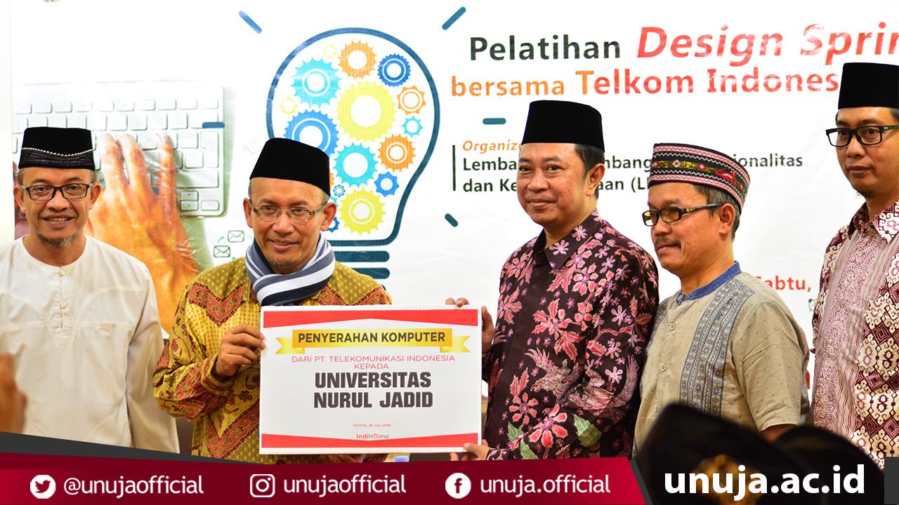 Penyerahan Komputer dari PT. Telekomunikasi Indonesia keapada Universitas Nurul Jadid