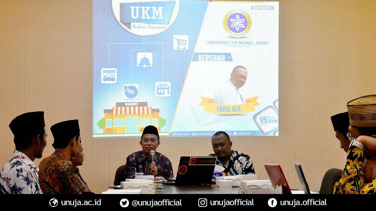 Rektor memeberikan sambutan dan membuka kegiatan seminar UKM Berbasis Pesantren di Universitas Nurul jadid