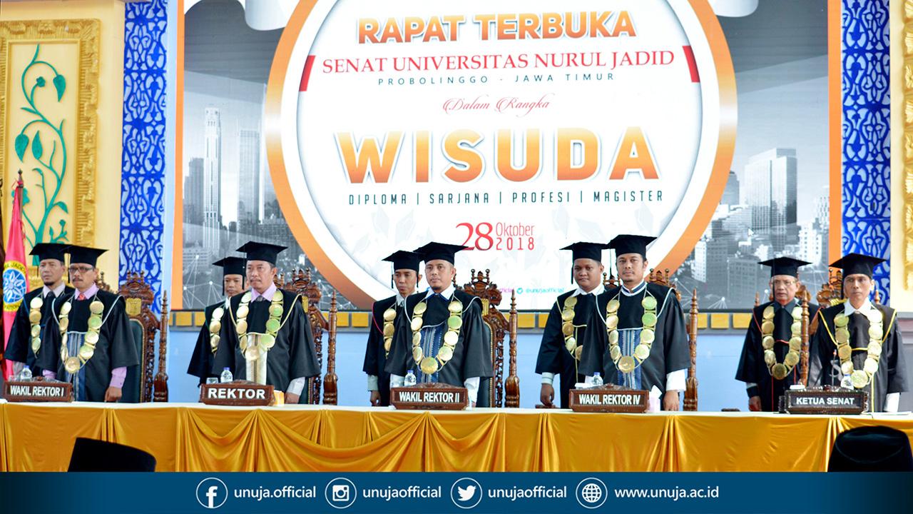 Ketua Senat, Jajaran Rektorat dan Dekanat sedang Menyanyikan Lagu Indonesia Raya