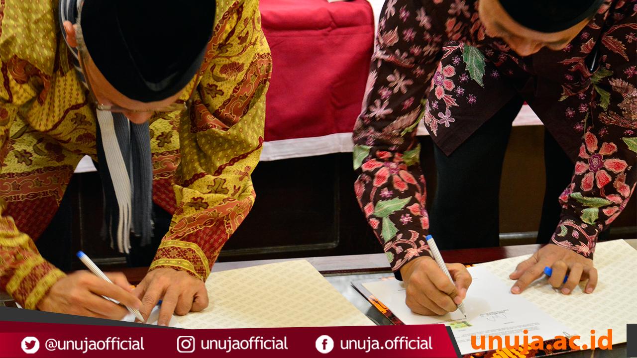 Penandatanganan MoU antara Telkom Indonesia dengan Universitas Nururl Jadid