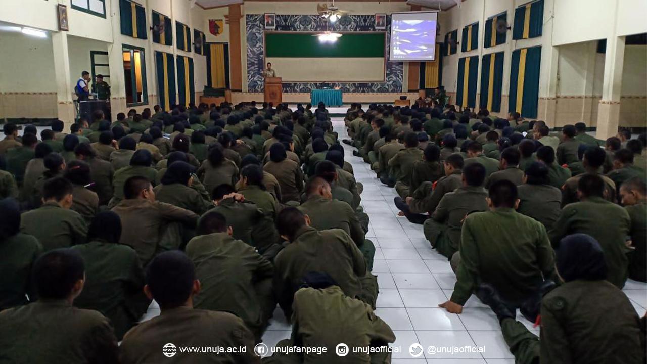 Rektor bersama Siswa Diklatsar LXXII dan Suskalak XXXV Resimen Mahasiswa Mahasurya JATIM