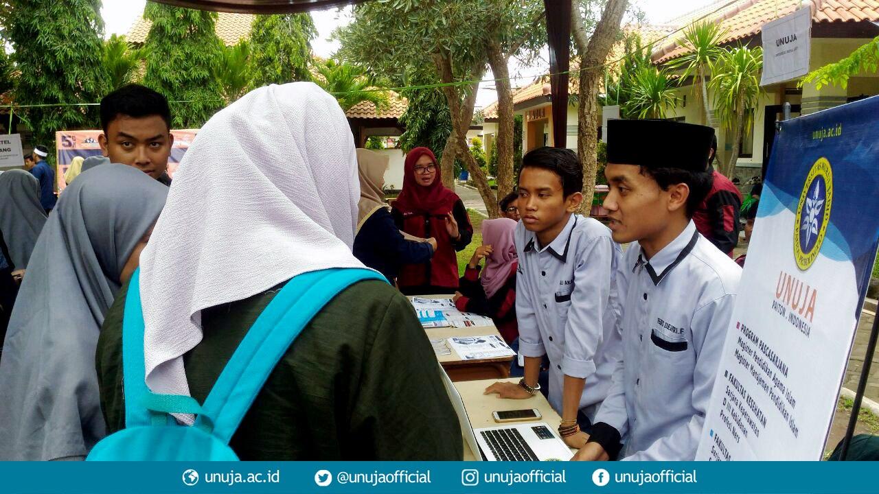 Mahasiswa UNUJA dalam Expo Kampus se-Jatim dan Bali