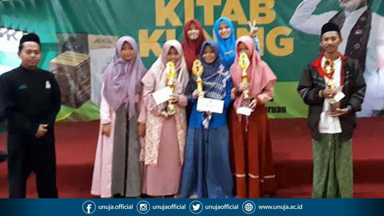 Berbekal Doa dan Keyakinan, Empat Mahasiswa-Santri Nurul Jadid Sabet Juara Baca Kitab Kuning