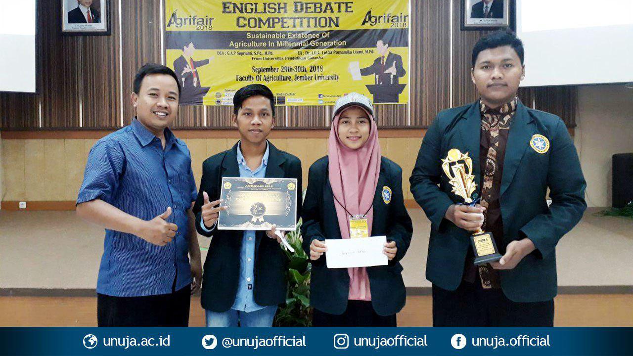 Bawa Pulang Juara dalam <i>Agrifair 2018-East Java English Debate Competition</i>